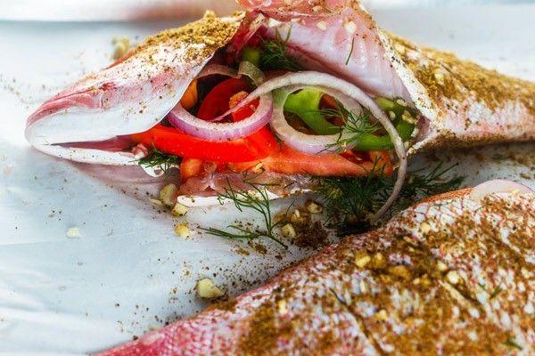 Fırında mercan balığı tarifi - sarımsaklı, baharatlı, sebzeli