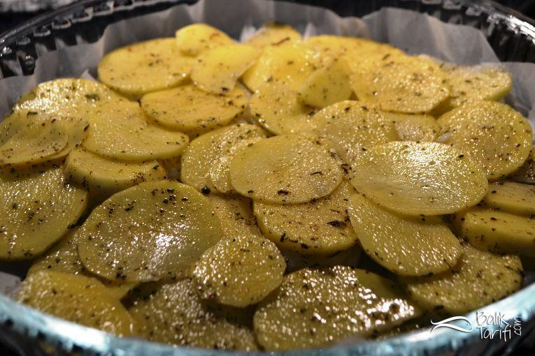 Fırında patatesli sardalya buğulama tarifi