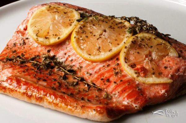 Pratik ve sağlıklı balık isteyenler için kağıtta somon tarifi