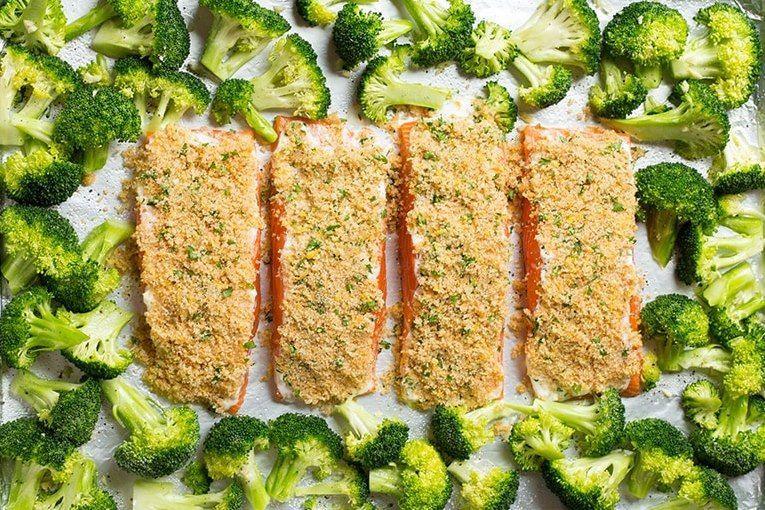 Fırında Parmesanlı Çıtır Somon ve Brokoli